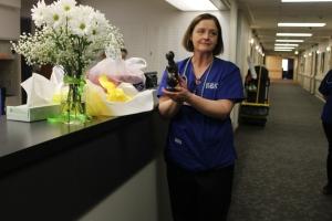 Fiona unwraps her DAISY Award